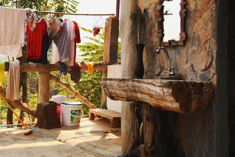 Outdoor-Waschraum im Baum-Hostel in Pai © Eileen Hirsch