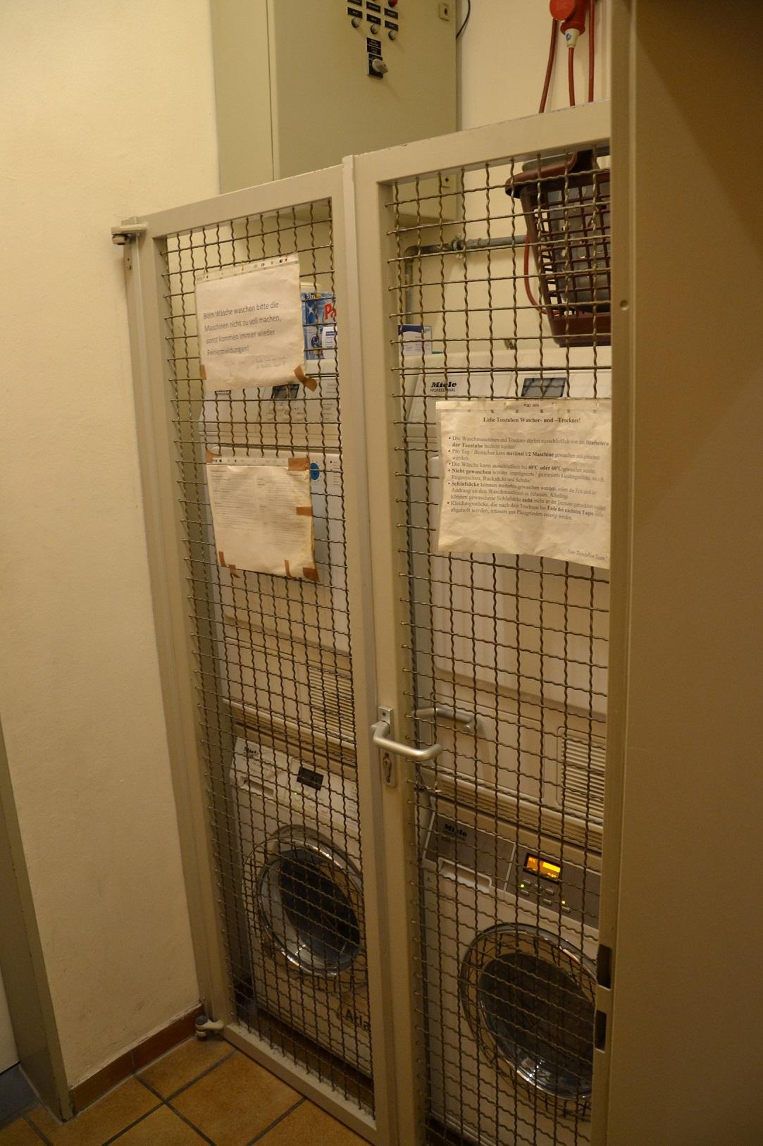 Die Waschmaschinen dürfen von den Klienten selbst nicht bedient werde, damit nichts kaputt geht.