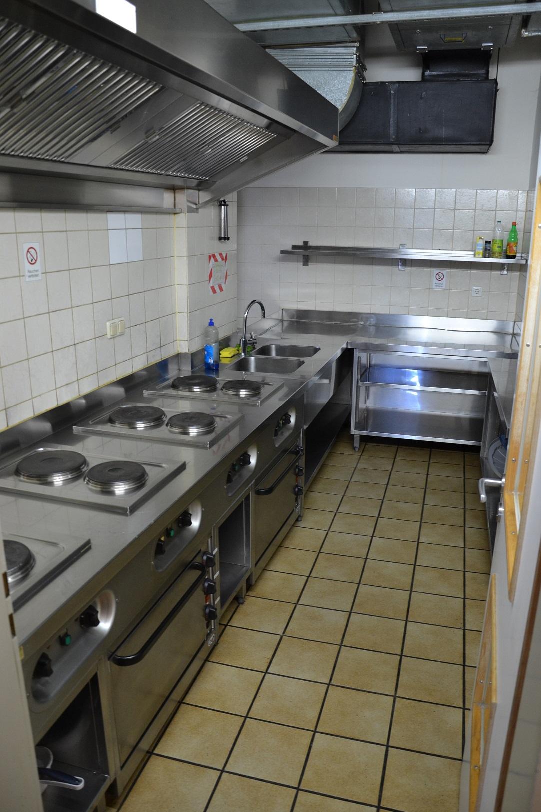Die Besucher der Teestube können sich in der Gemeinschaftsküche Essen zubereiten.