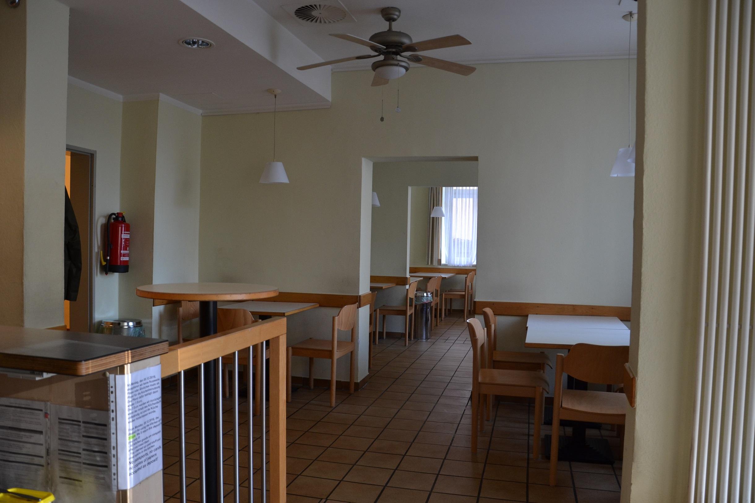 Blick auf den Gemeinschaftsraum der Teestube.